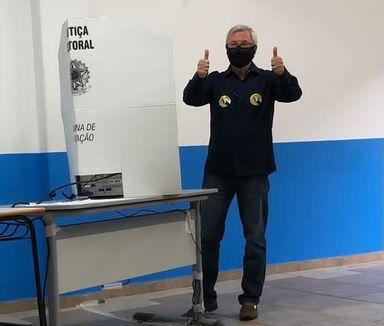Candidato Jorge Pohl vota em Joaçaba