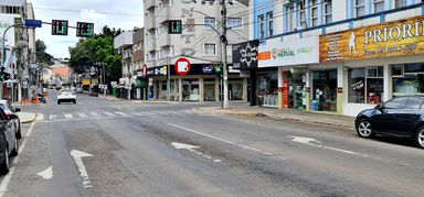 As ruas da cidade ficaram menos movimentadas no final de semana com o decreto do Estado.