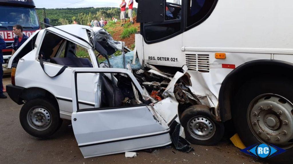 Colisão entre carro e ônibus deixa uma vítima fatal em Capinzal