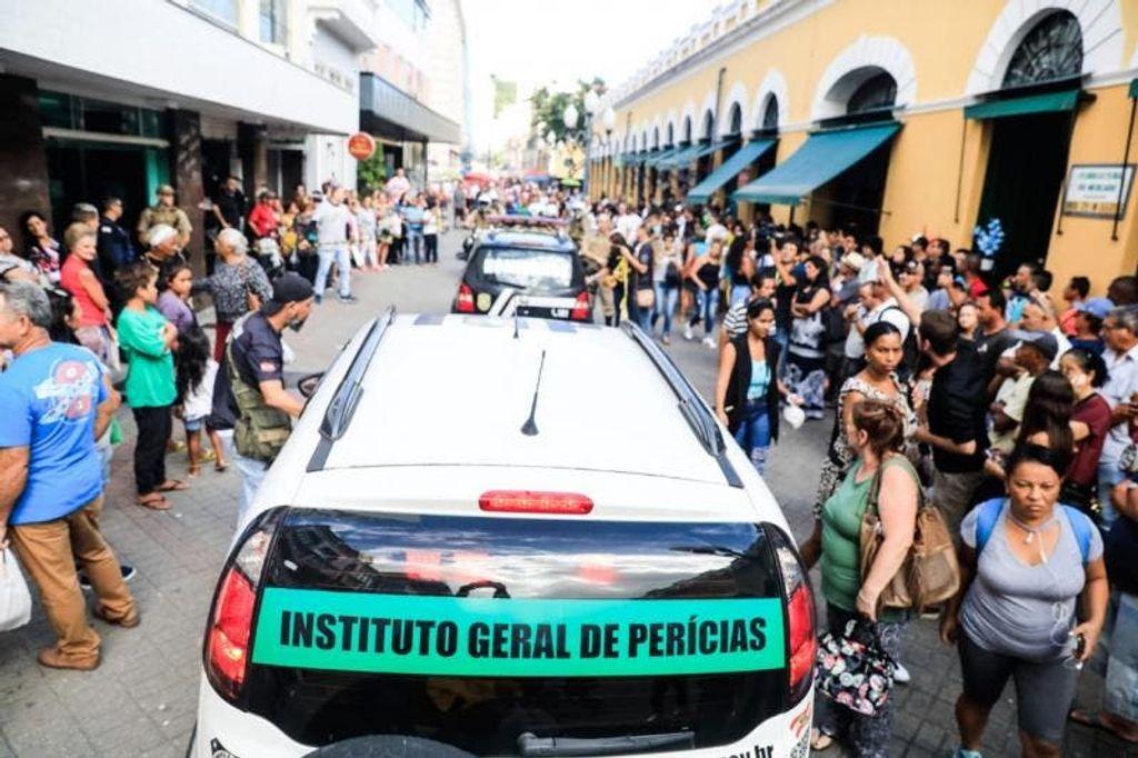 Crime ocorreu na Rua Conselheiro Mafra(Foto: Diorgenes Pandini / NSC Total)