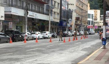 PM realiza ação para impedir carreata e aglomeração de pessoas em Joaçaba