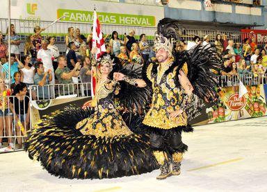 Fernanda e Julio tem uma vida de dedicação ao carnaval. (Foto: Arquivo Portal Éder Luiz)