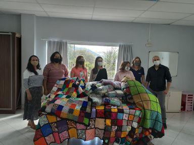 Hospital São Roque de Luzerna recebe doação de colchas de lã