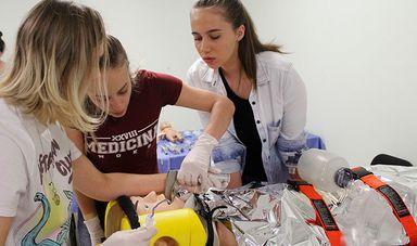 Acadêmicos testando suas habilidades