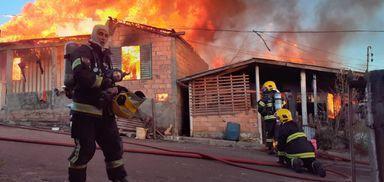 Incêndio atinge quatro casas em Campos Novos