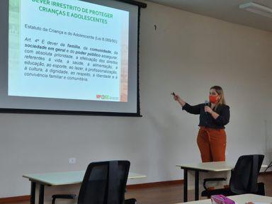Bate-papo com professores sobre enfrentamento ao abuso e exploração sexual de crianças e adolescentes é realizado em Joaçaba