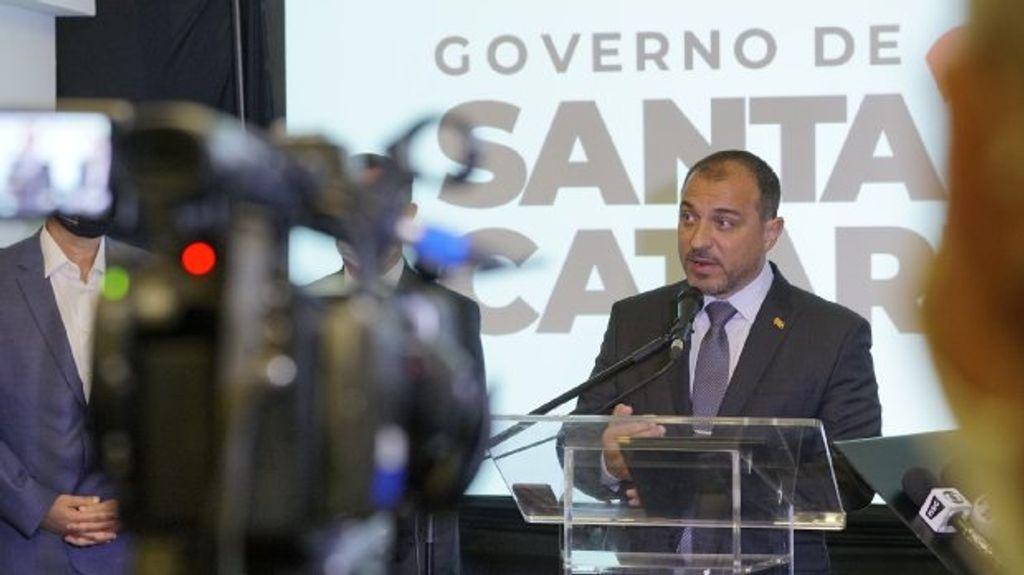 """""""A verdade foi restabelecida. Santa Catarina retorna aos trilhos"""", afirma governador Carlos Moisés de volta ao cargo"""