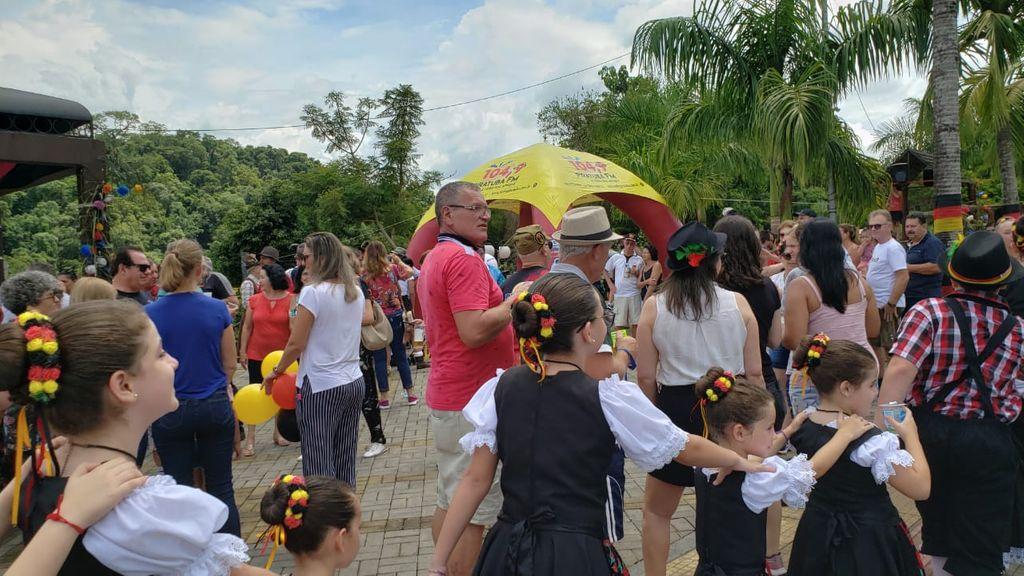 Piratuba inicia comemorações do Kerb com recepção de grupos de turismo com evento ao ar livre
