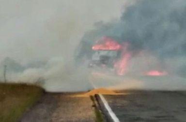 Grave acidente na BR-153, em Água Doce, envolve caminhão com produtos perigosos e deixa vítima