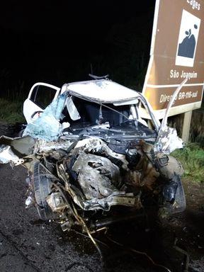 Veículo fica destruído em acidente na BR 470