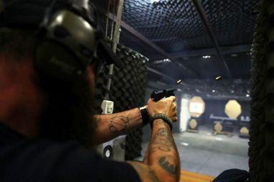 Cidadão deve comprovar capacidade técnica para manusear arma de fogo (Foto: Reuters/Pilar Olivares)