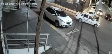 Motorista provoca acidente e foge sem prestar socorro no Centro de Herval