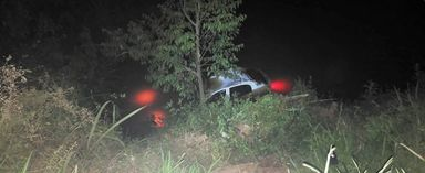 Veículo capota e cai dentro do rio na SC 155