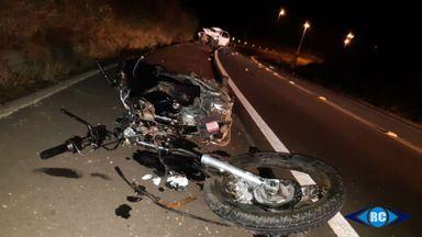 Jovem de 22 anos morre após colisão entre carro e moto em Capinzal