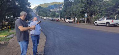 Pavimentação Avenida Santa Terezinha foi acompanhada pelo prefeito.
