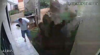 Homem explodiu o quintal de casa ao tentar matar baratas, em Enéas Marques — Foto: Cesar Schmitz/Arquivo pessoal