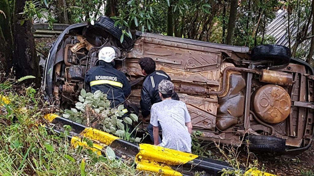 Acidentes no local são comuns, onde os veículos despencam no barranco. (Arquivo Portal Éder Luiz)