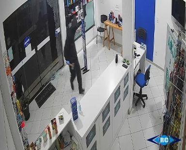 Loja de informática é arrombada e cerca de R$ 20 mil em celulares furtados em Zortéa