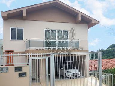 Casa com 2 Pavimentos - Venda