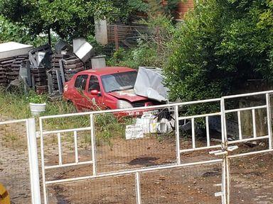 Veículo abandonado na antiga rodoviária.