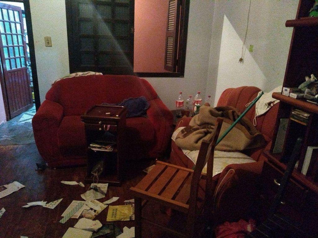 PMs foram atender chamado em casa e foram atacados por pitbulls — Foto: PM/Divulgação