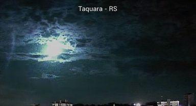 Vídeos mostram queda de meteoro sobre SC e o RS