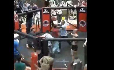 Assista! Luta durante evento de MMA acaba em briga