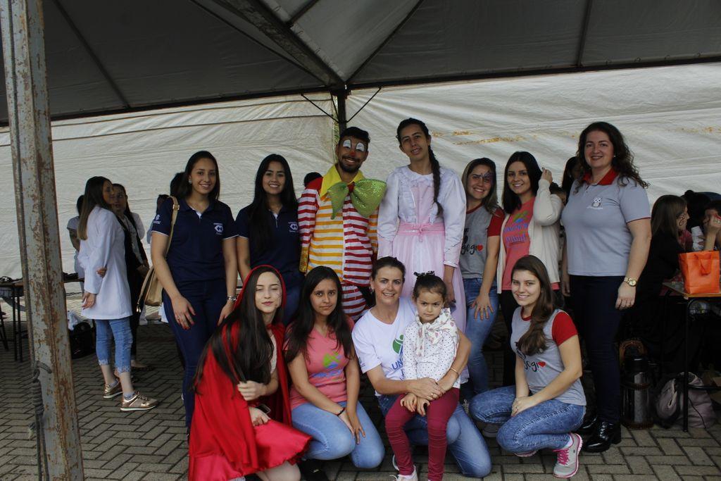 Colaboradores e representantes dos curso de Graduação da Unoesc participantes do evento.