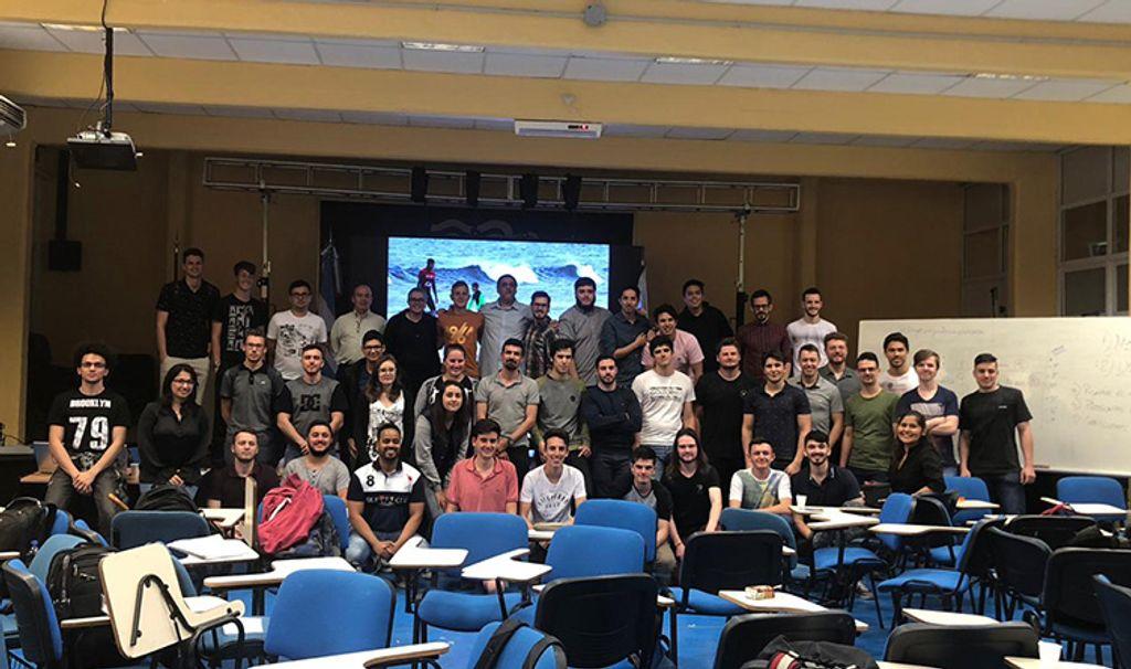 Acadêmicos do curso de Engenharia da Computação da Unoesc visitaram a Universidad de la Cuenca del Plata, Argentina  (Foto: Alex Bevilaqua)